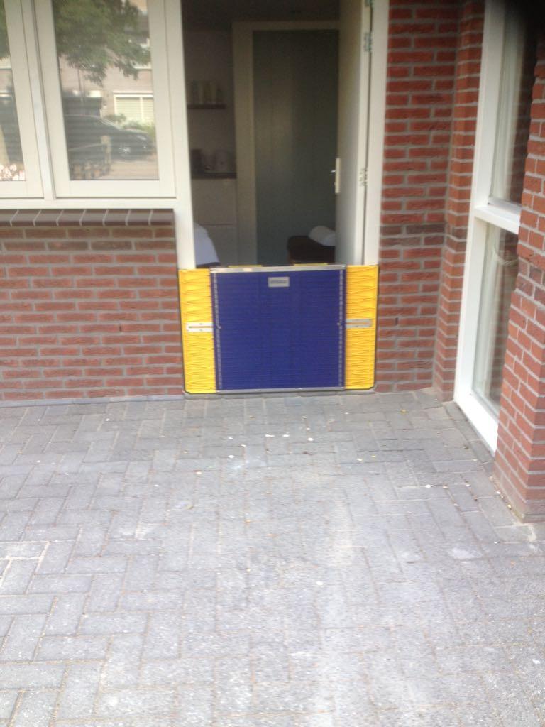 In deuropening geplaatste Flood Barrier
